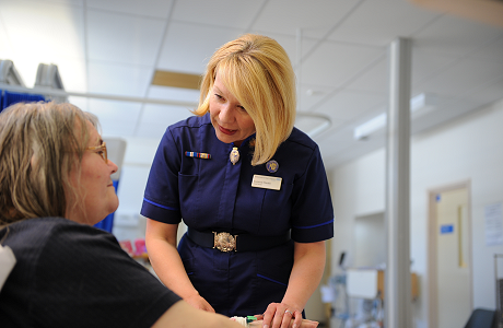 Suzanne Rankin and Patient - Click here to find out more about our daycase and inpatient services